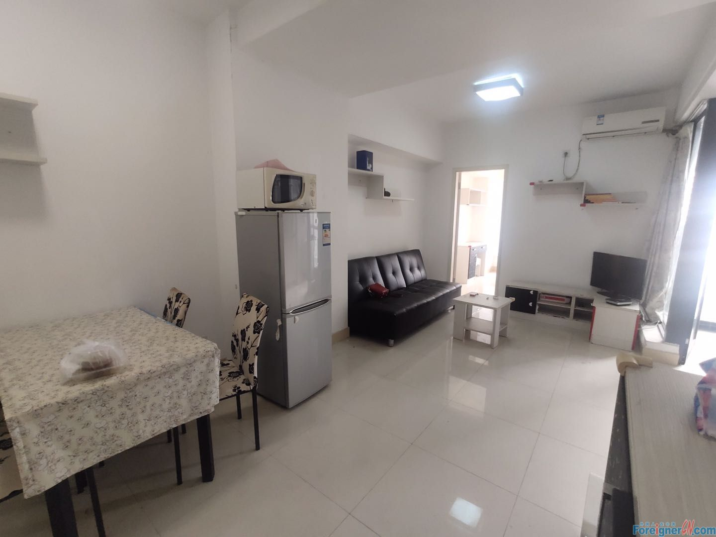Single room, fully furnished,  bright and clean, nearby the metro station