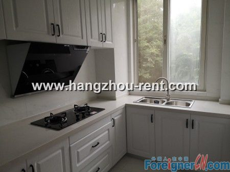 Three Bedrooms Apartment in Gui Hua Cheng For Rent