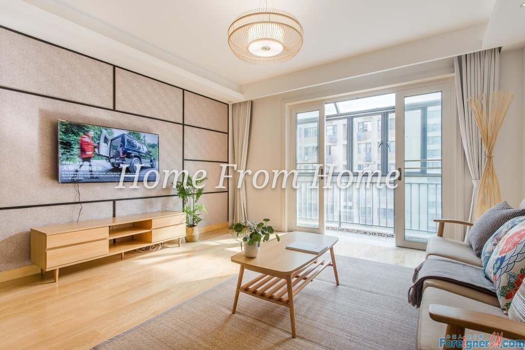 A East Lake County/ Wonderful Condition Apartment Ready to move in with nothing else to do/ Central Suzhou SIP Location easy transportation /3 Beds 2 Baths