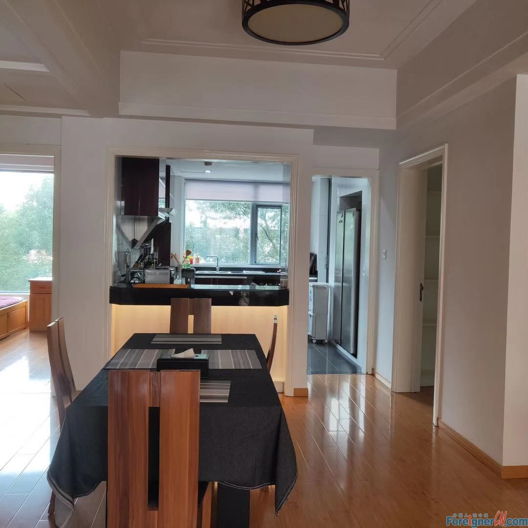 Apartments for rent in Suzhou -lake view-nice price- brand new –spacious-close to business circle-fully furnished
