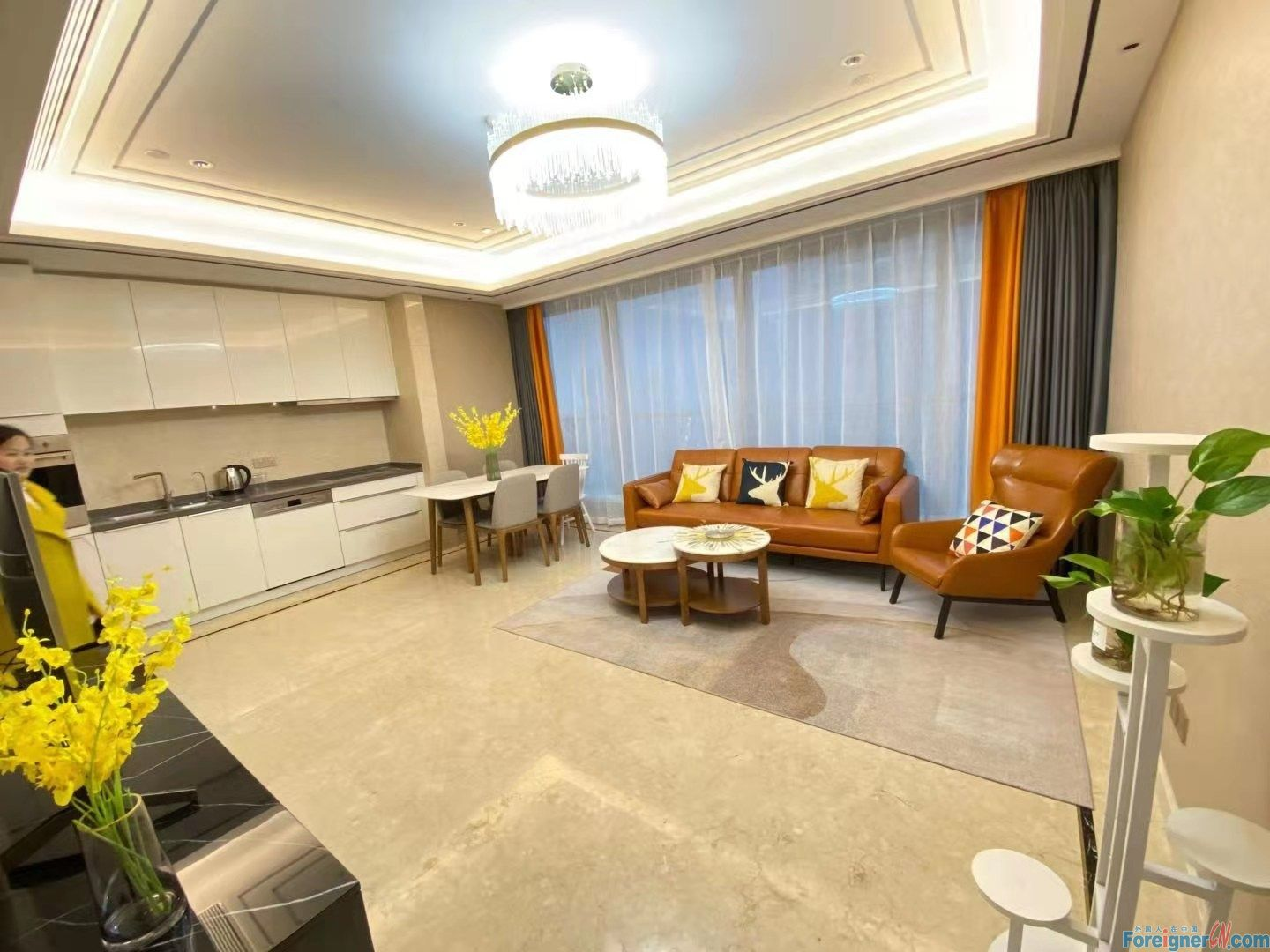 Amazing!!Suzhou Center No.9- 2 bdr and 2 bath; 130sqm/ Central AC and Floor heating/ Nearby Subway; Pant building and Xinghai Square /Brand new; Great Management Department; Fully-furnished