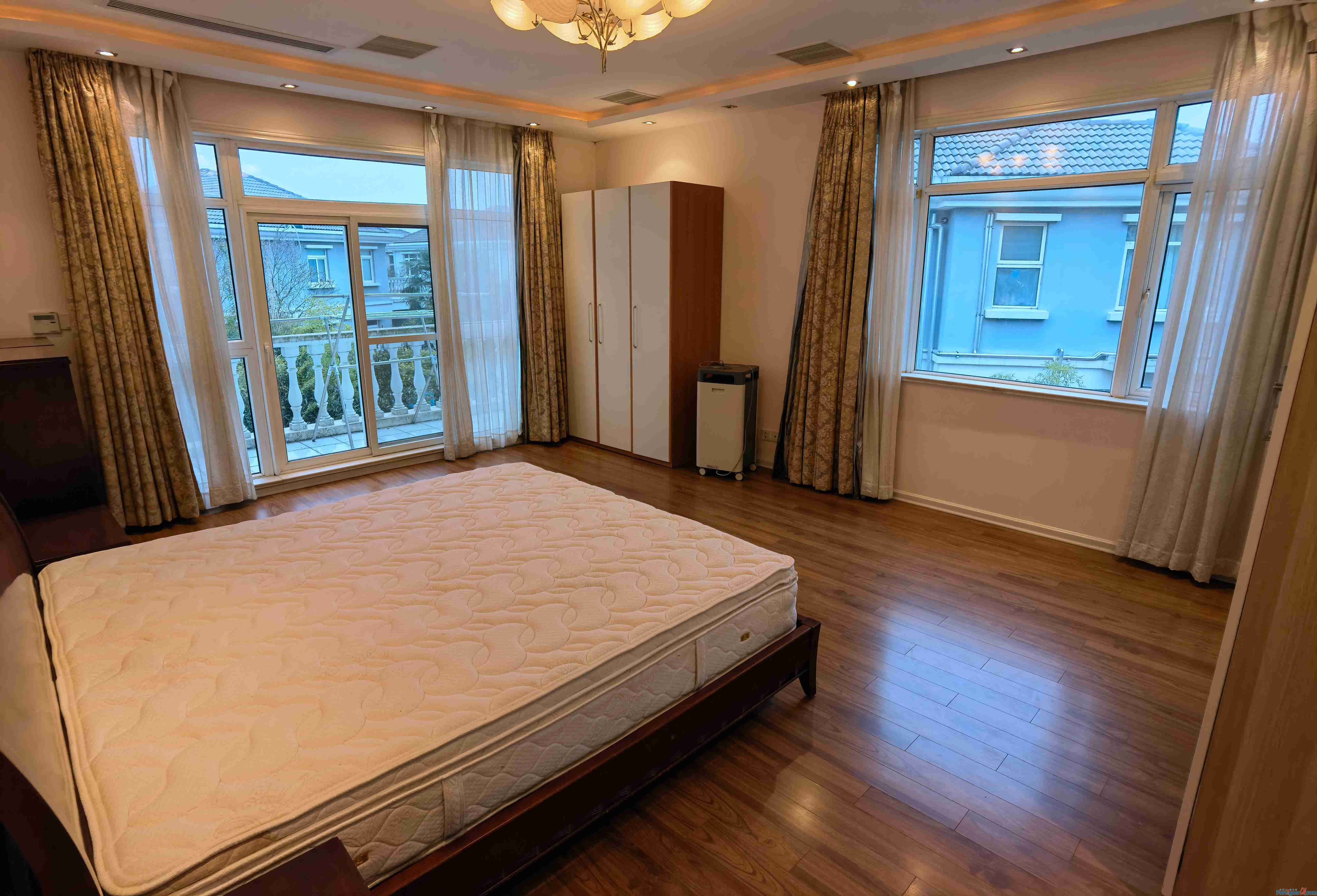 Magnificient!!Lan Yun Yuan (Furong Road) /6 bdr and 3 bath; 300sqm/ with 150sqm yard; floor heating; new decoration /Not far away from Ligongdi and Jinji lake