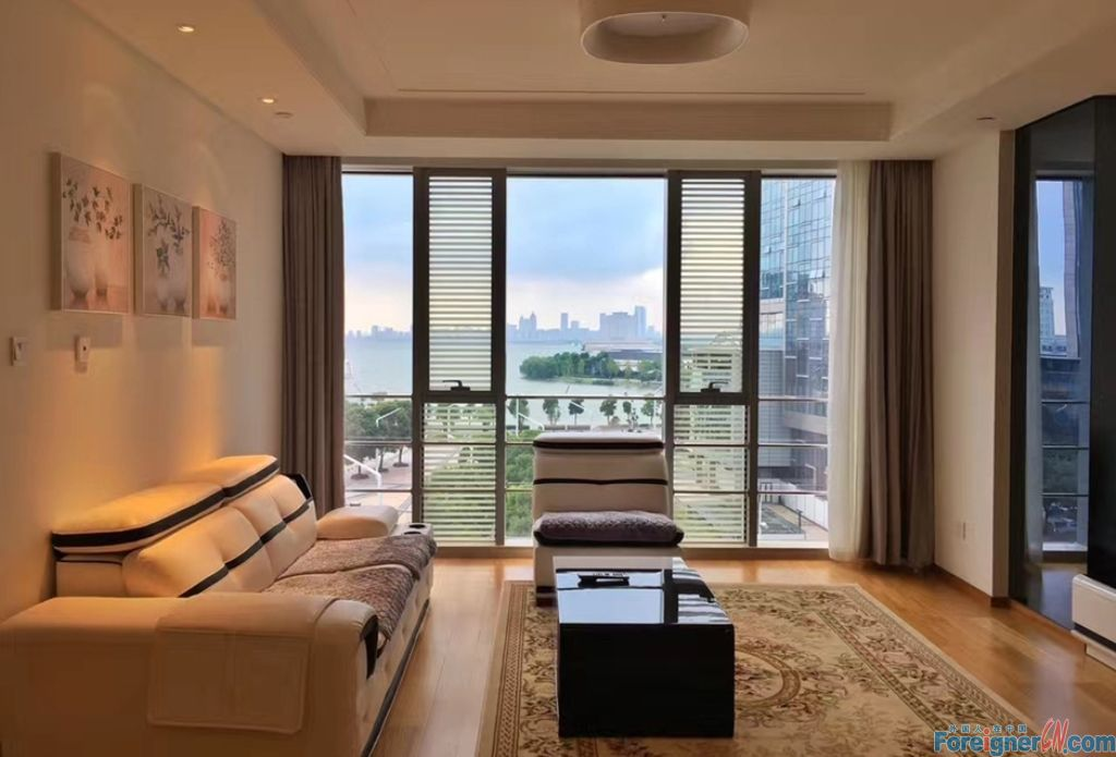 With lake view !! Xinghu Residence--1 bdr and 1 bath; 85sqm Super nice lake view; With bathtub; Central AC/ Shopping mall nearby and 400m from Subway Line2