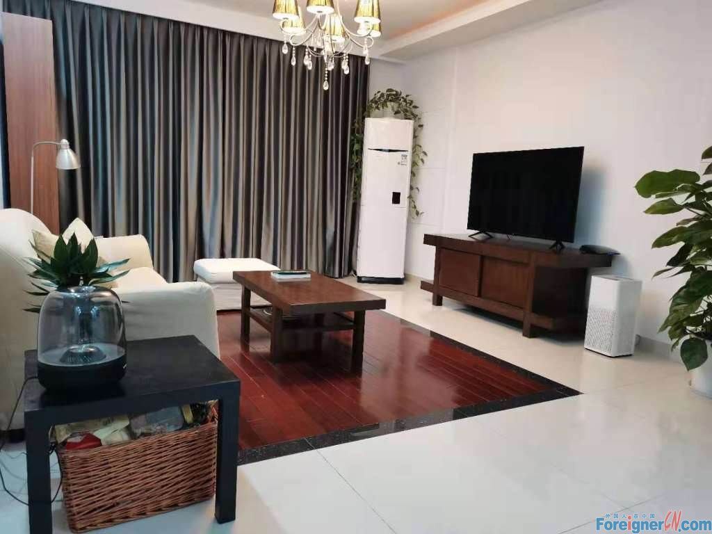 Younger City 3 bdr and 2 bath; 135sqm/ Fully-furnished and Nice decoration/ Entertainment and restarants nearby